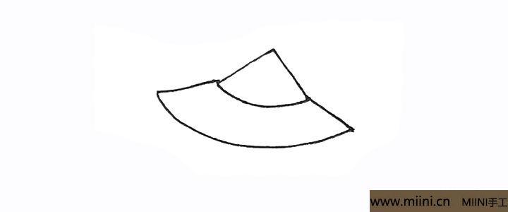 2.旁边画出去两条斜线,也用弧线连接起来。