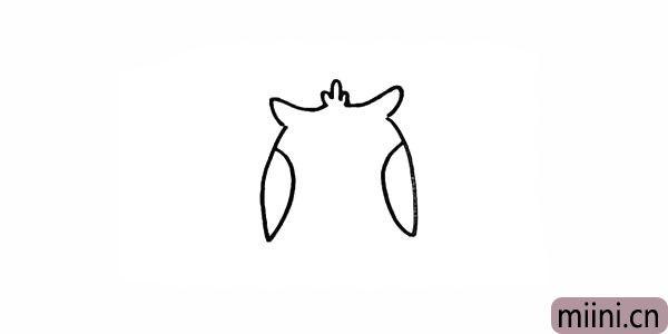 3.画出猫头鹰的两只翅膀。