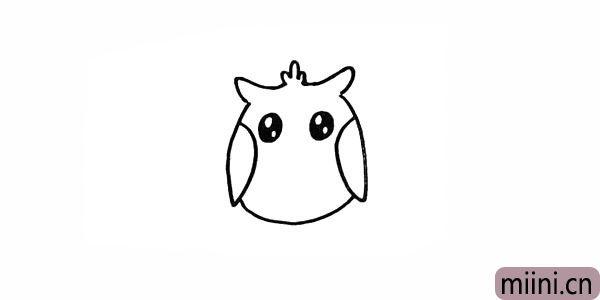 5.在脸部画上猫头鹰两只大大的眼睛。