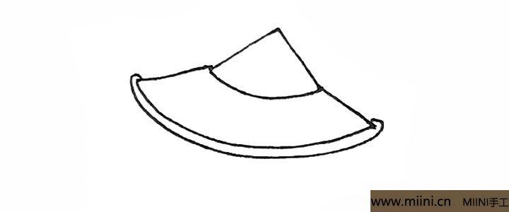 3.外面再画上同样的一条弧线作为边沿。