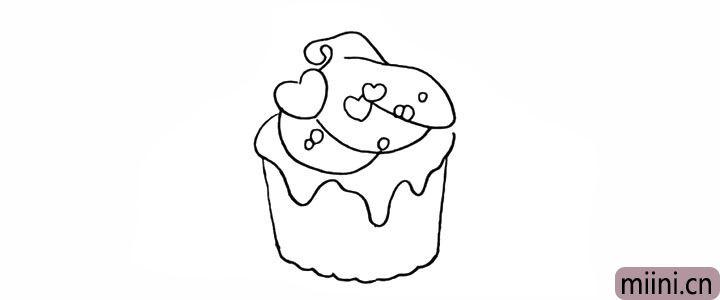 4.然后画出奶油上面的巧克力豆。