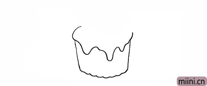2.在杯口出画出奶油注意线条的变化。
