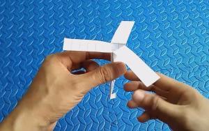这才是真正的折纸竹蜻蜓,能自动浮空