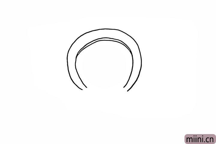 2.着在内侧再画一个半圆。