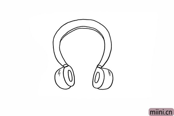 5.用圆弧画出耳麦的外扩。