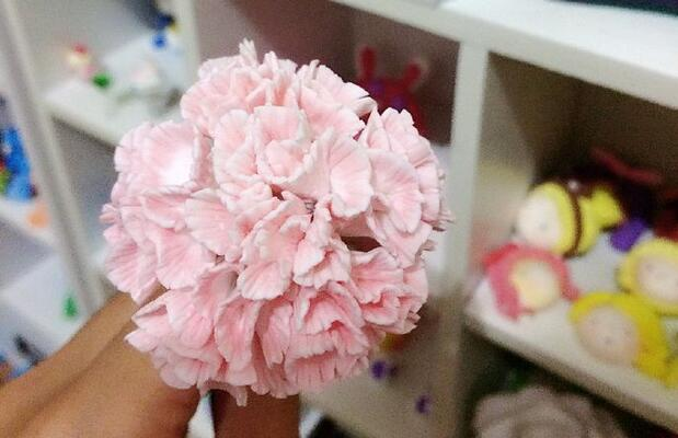 用粘土制作粉色康乃馨花步骤图解