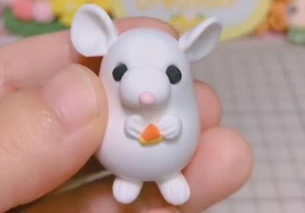 用超轻粘土制作一个可爱的小白老鼠教程