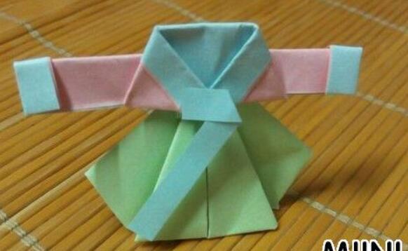 可爱的韩服折纸步骤教程