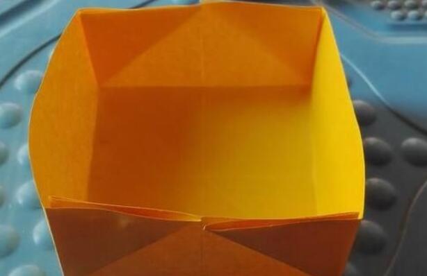 幼儿折纸,快速用纸折正方形纸盒教程