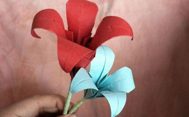 百合花折纸方法教程