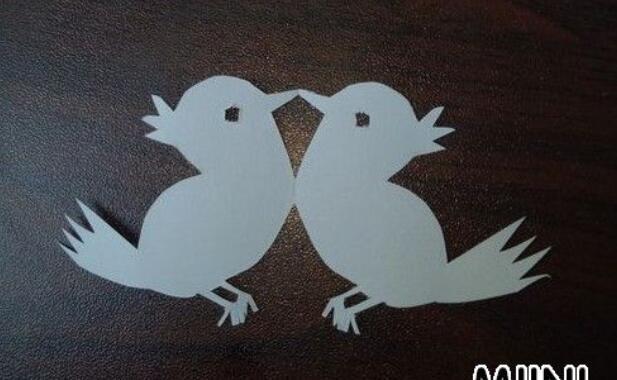 两只可爱的小鸟的剪纸步骤教程