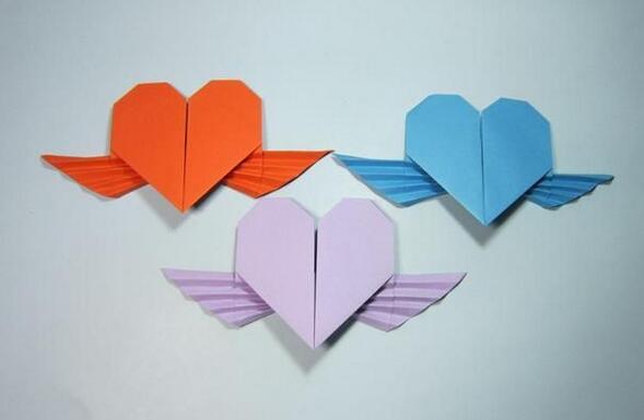 带有天使翅膀的爱心折纸步骤教程