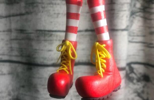 用粘土制作一个小丑叔叔靴子的做法步骤图解