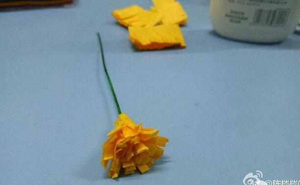 简单的花朵装饰贺卡制作