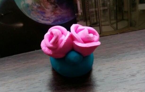 用粘土制作两朵玫瑰花/蔷薇步骤教程