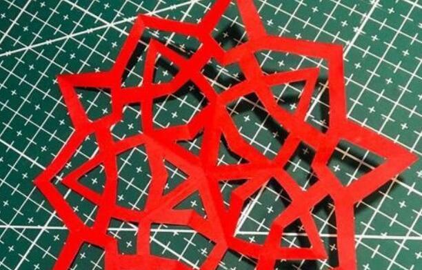 五角折法的剪纸窗花步骤教程