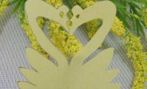 儿童美丽的天鹅剪纸步骤教程