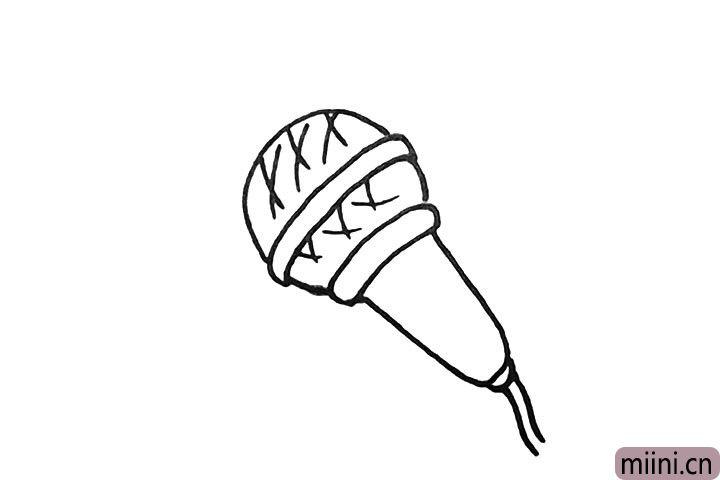6.用交叉的线条装饰一下话筒的顶部。