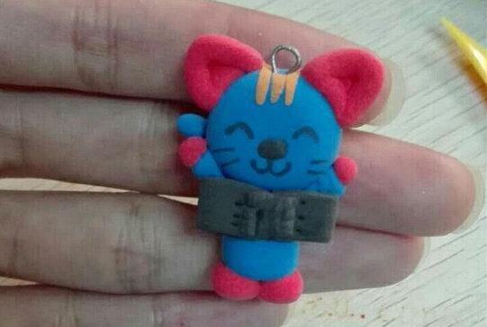 爱笑的蓝色粘土小猫挂件制作