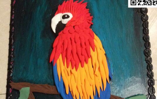 用粘土制作一幅鹦鹉黏土画