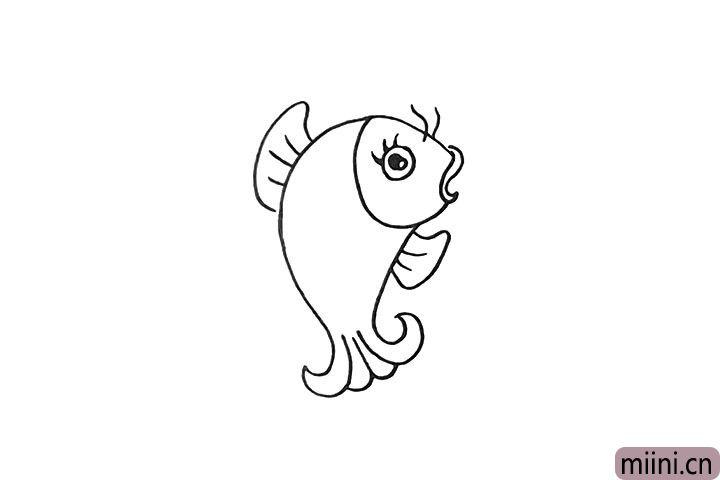 5.接着勾勒出鲤鱼的鱼鳍。