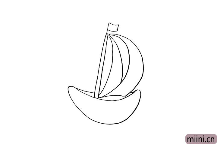 4.然后画出船身.像一个弯弯的月亮。
