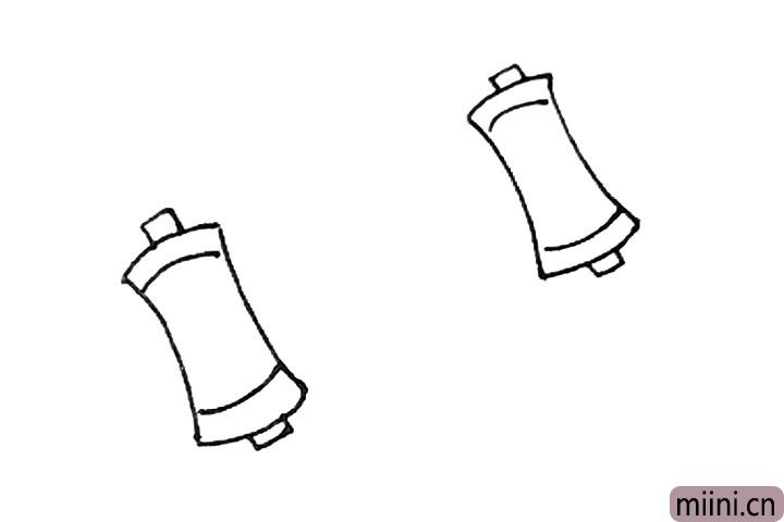 3.旁边再用相同的方法画上相同的东西。