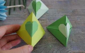 手工折纸一个三角小礼盒