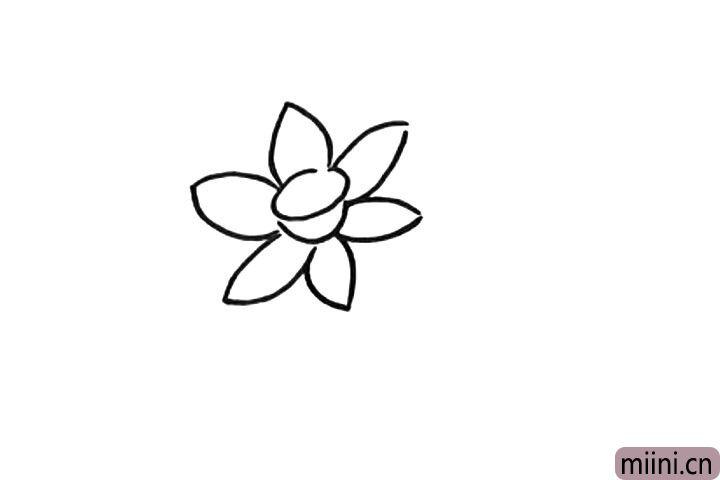 2.接着画花瓣。