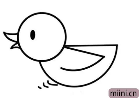 在水中游泳的小鸭子