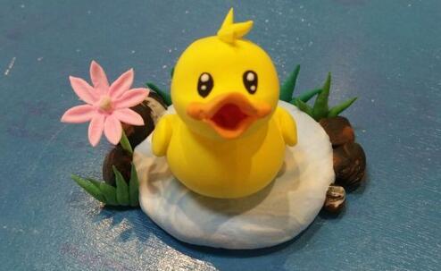 戴帽子的小黄鸭粘土制作教程,我要吃蝗虫