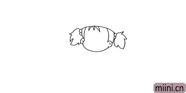 3.然后画出她的辫子和她的刘海部分。
