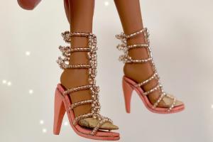 用米珠穿一双娃用高跟凉鞋制作步骤