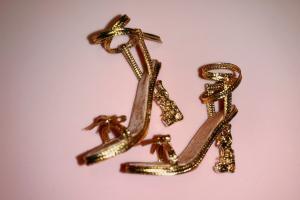 金属色蝴蝶结高跟凉娃鞋制作步骤