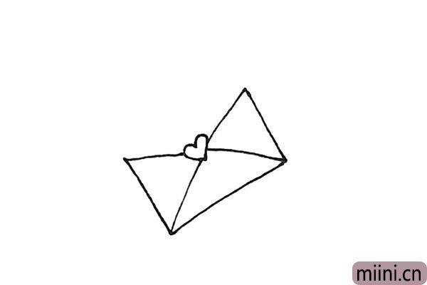 3.接着画上对相交线,注意别画上小图案上。