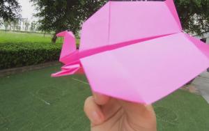 双头样子奇特的纸飞机折纸步骤,飞来飞去的正好玩
