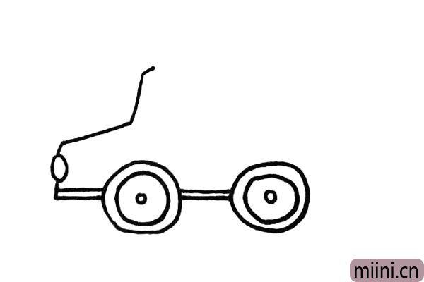 4.在把它的后轮部分给画出来.注意之间的距离。