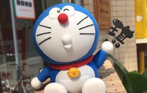 眨眼的哆啦A梦机器猫粘土制作步骤教程
