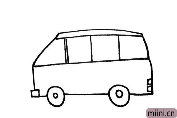 7.在车尾的下方画出两个小方块是它的尾灯。