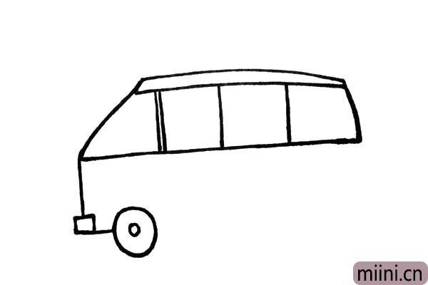 5.靠近车头的地方画上一大一小的圆圈.是前车轮。