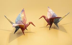 新冠疫情之下,有腿的千纸鹤折纸响应号召在家修身养性