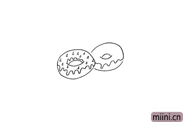 第六步.然后在一侧画出同样形状的甜甜圈。