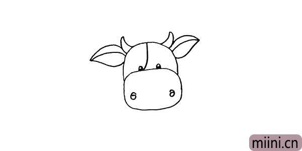 第七步:然后在牛角的两边位置画出它的耳朵。