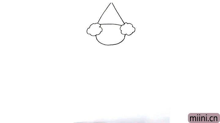 3.用三角形给小丑画上帽子, 小丑的头部形状大致就画好了。