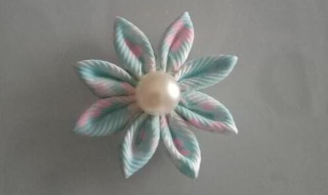 用田园花样螺纹丝带制作一朵好看的小花步骤教程