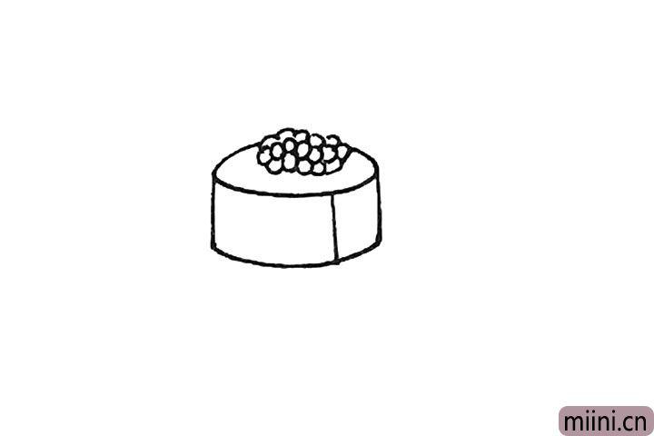 第三步:向下画上三条竖线,再用弧线连接起来形成寿司。
