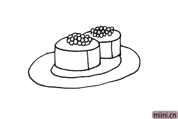 第五步:接着在下面画上两个椭圆形作为盘子。