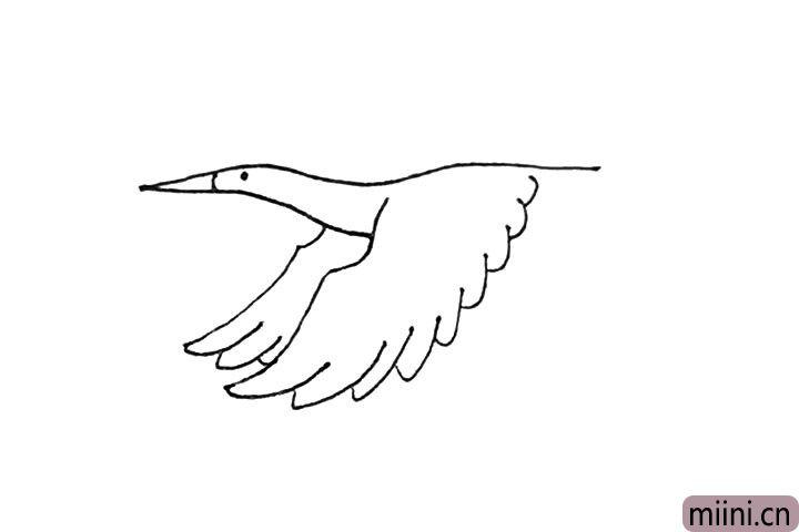 第五步:接着用长弧线,有点像波浪线的感觉画出翅膀羽毛。