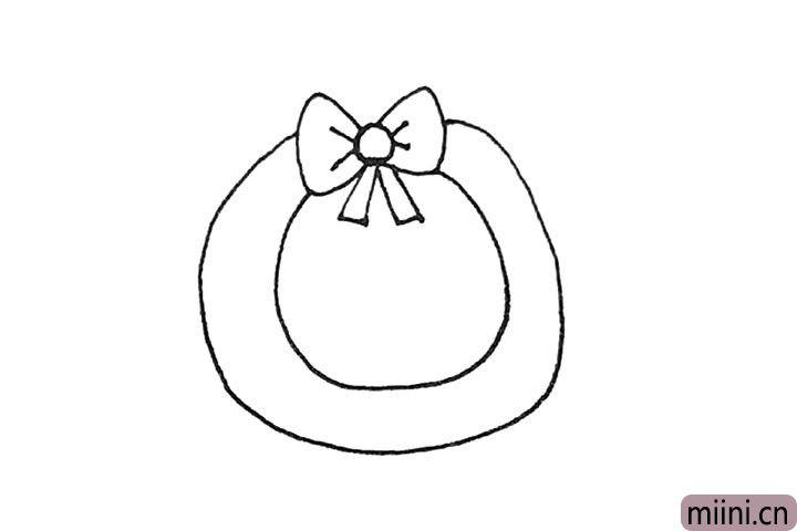 第三步:接着在下面画上一个圆环的形状。