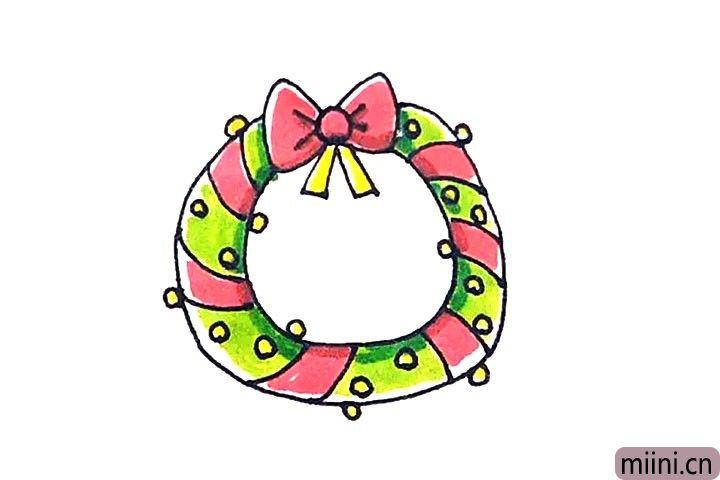 第六步:最后涂上好看的颜色,圣诞环就这样画好了。